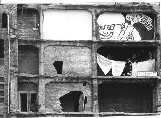 Szenenphoto: Berlin - Prenzlauer Berg - Begegnungen zwischen dem 1. Mai und dem 1. Juli 1990, Deutsche Demokratische Republik (DDR) 1990. Berlin - Prenzlauer Berg - Begegnungen zwischen dem 1. Mai und dem 1. Juli 1990 © DEFA-Stiftung, Frank Breßler
