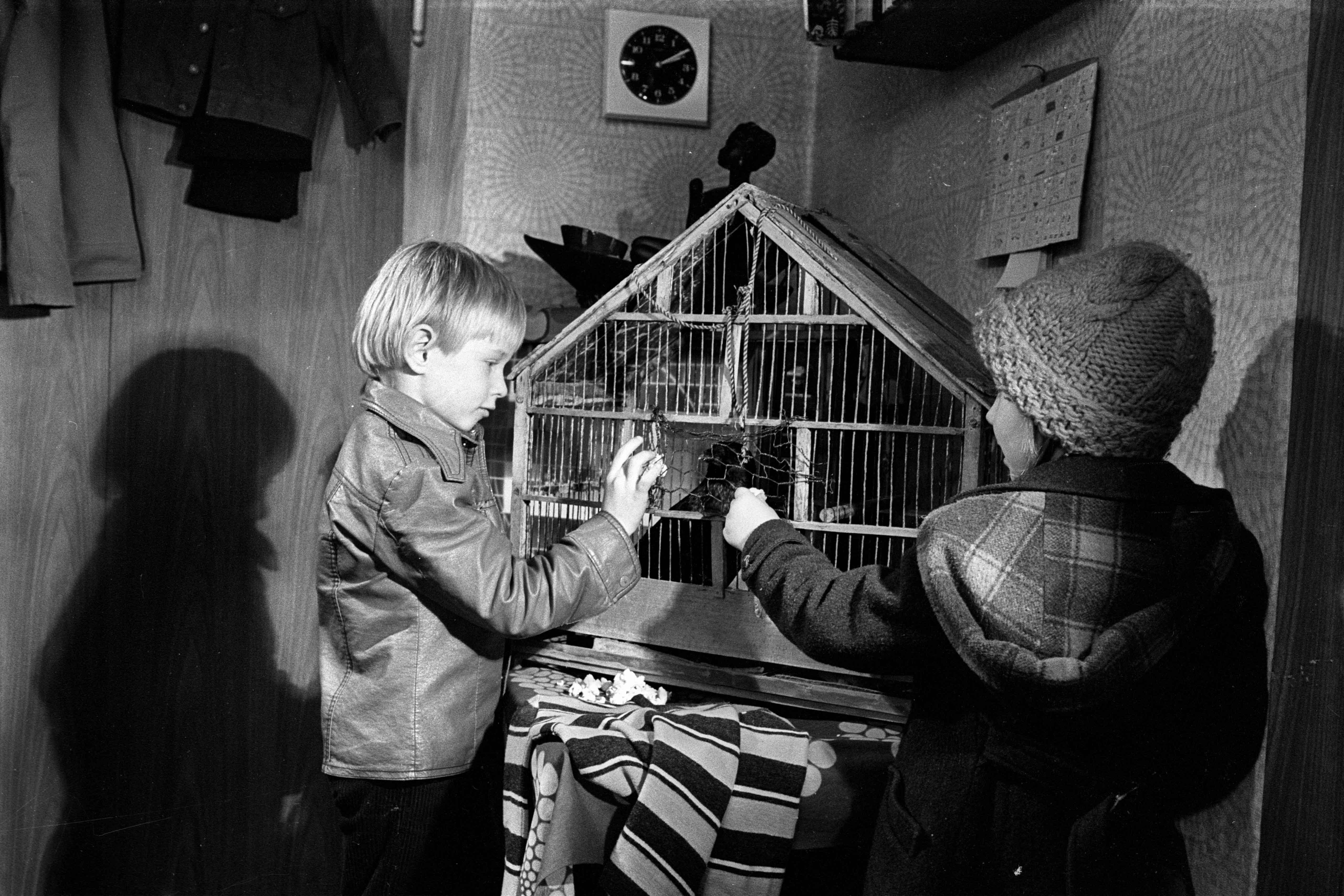 Still from the film Mit mir will keiner spielen