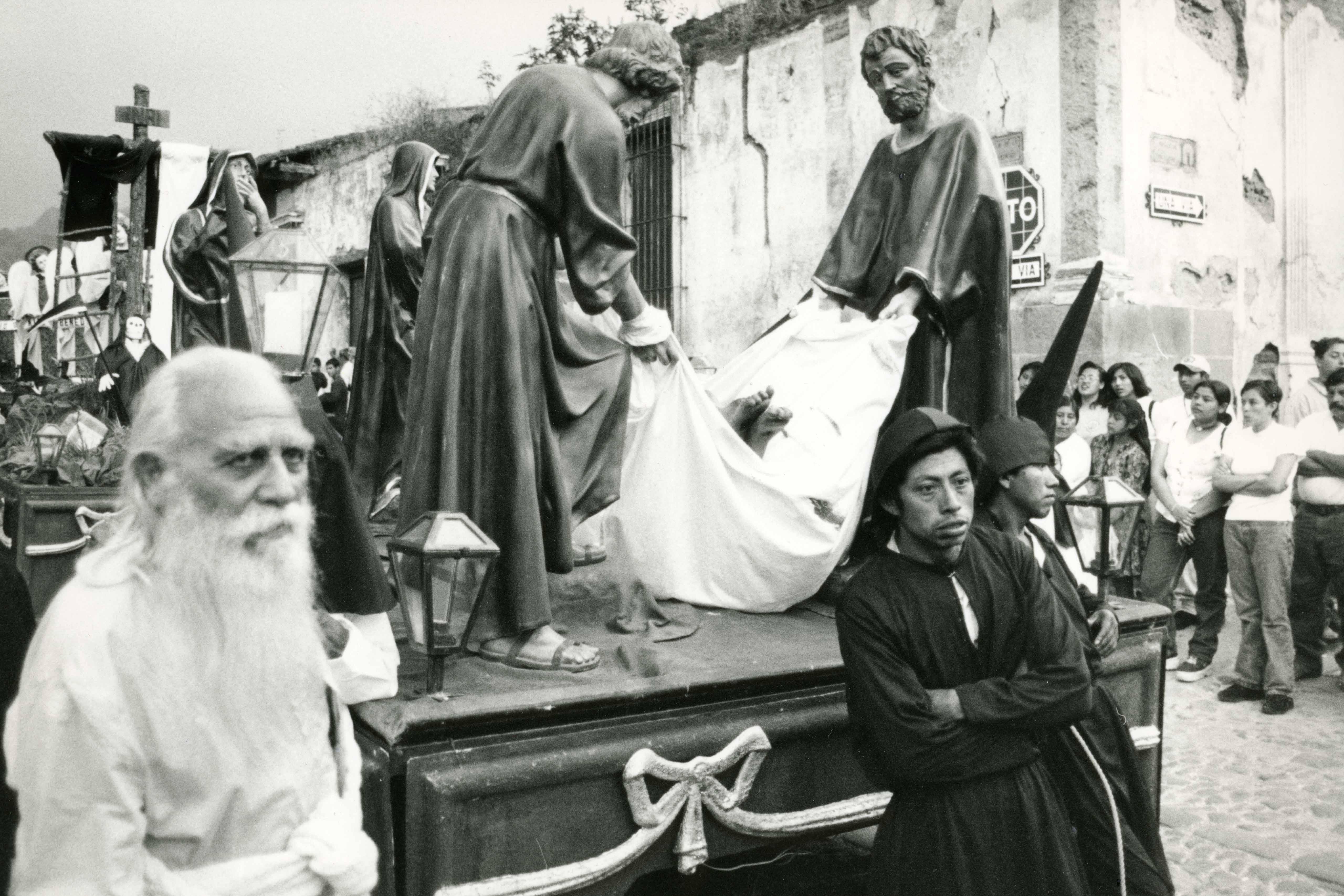 Still from the film Neue Welten — Gott und die Beladenen (2000 Jahre Christentum, Episode 9)