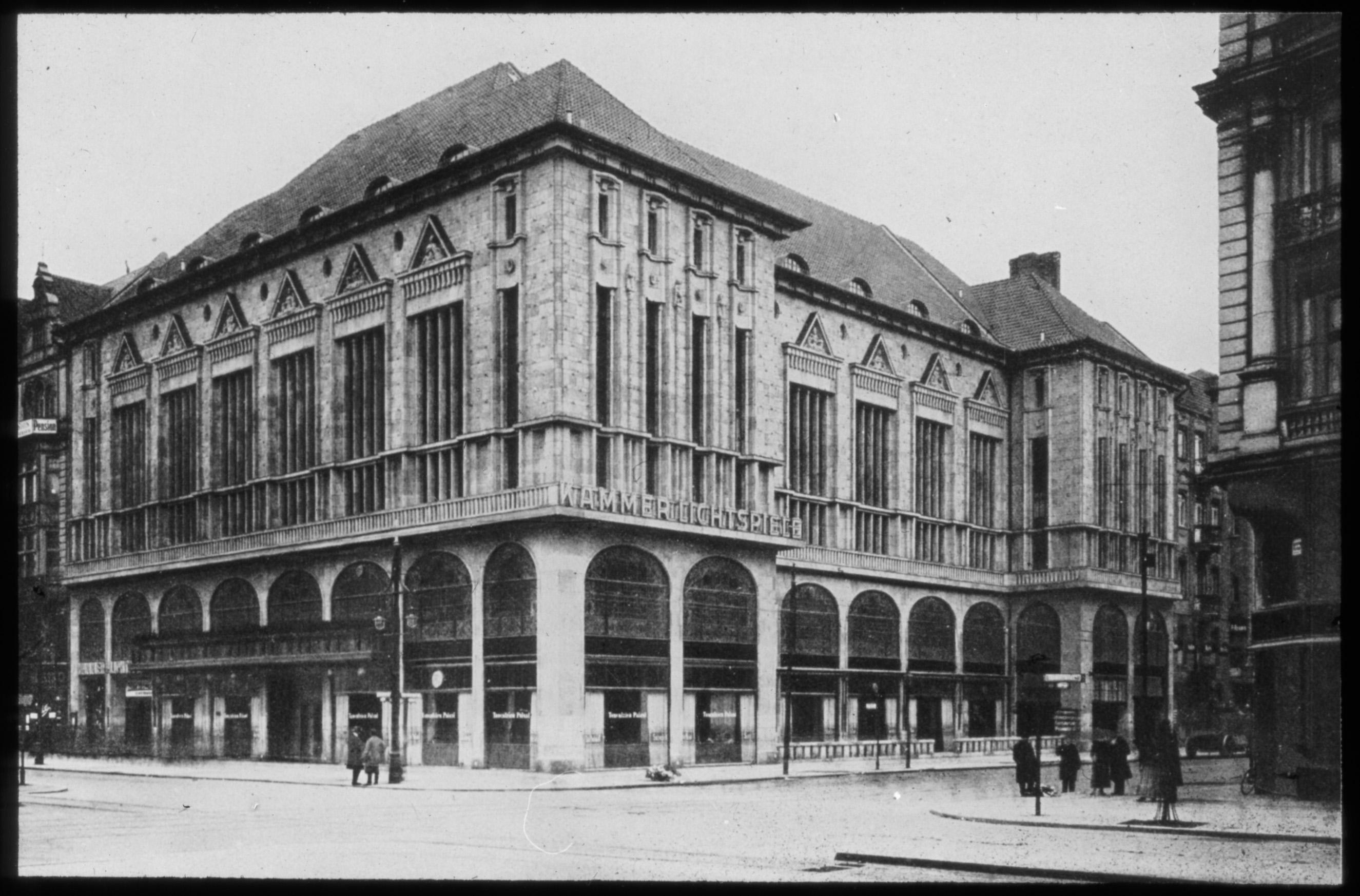 Schwarz-Weiß-Foto vom Gebäude