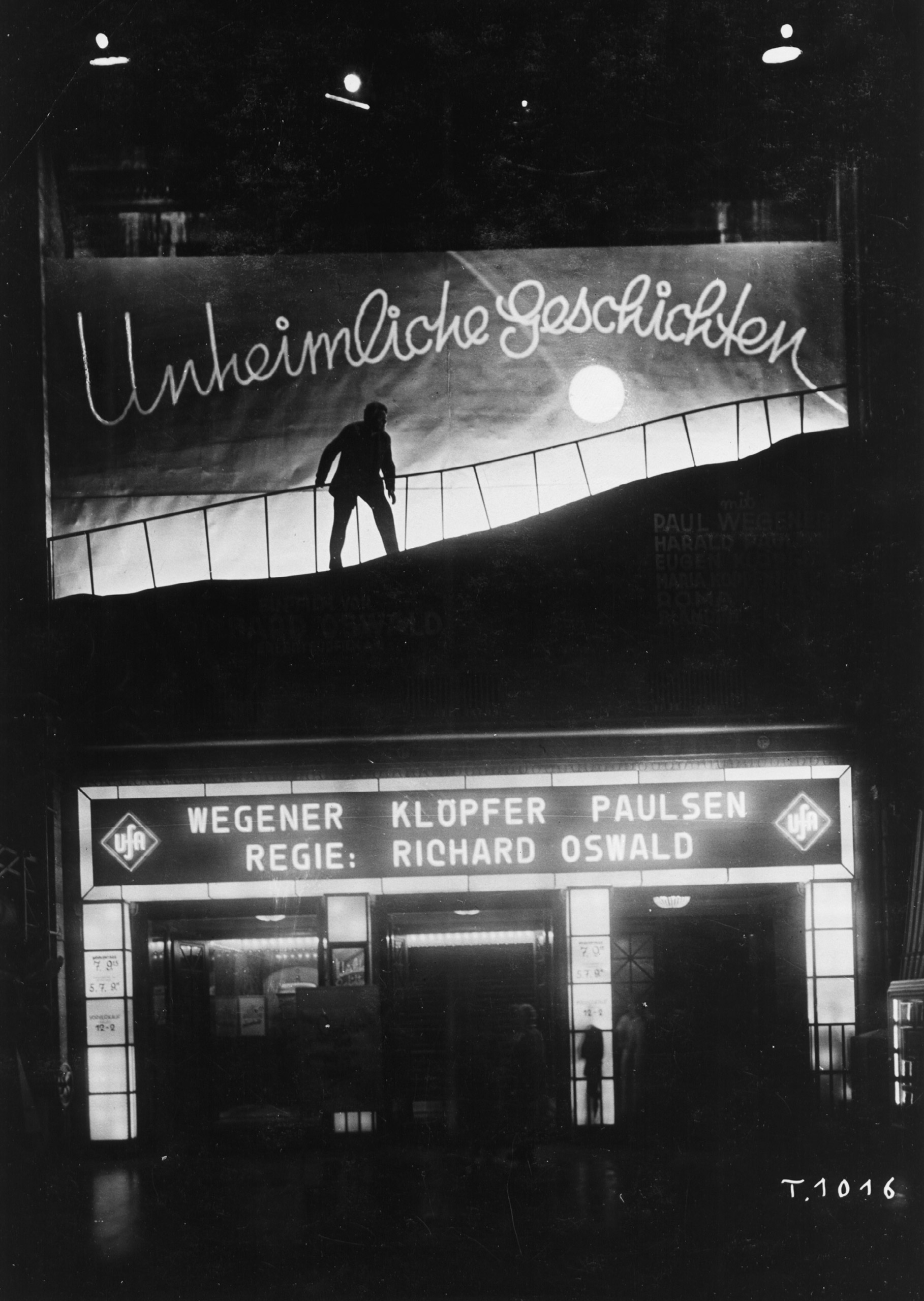 Black and white photo of the façade with advertisements for the film Unheimliche Geschichten (directed by Richard Oswald)