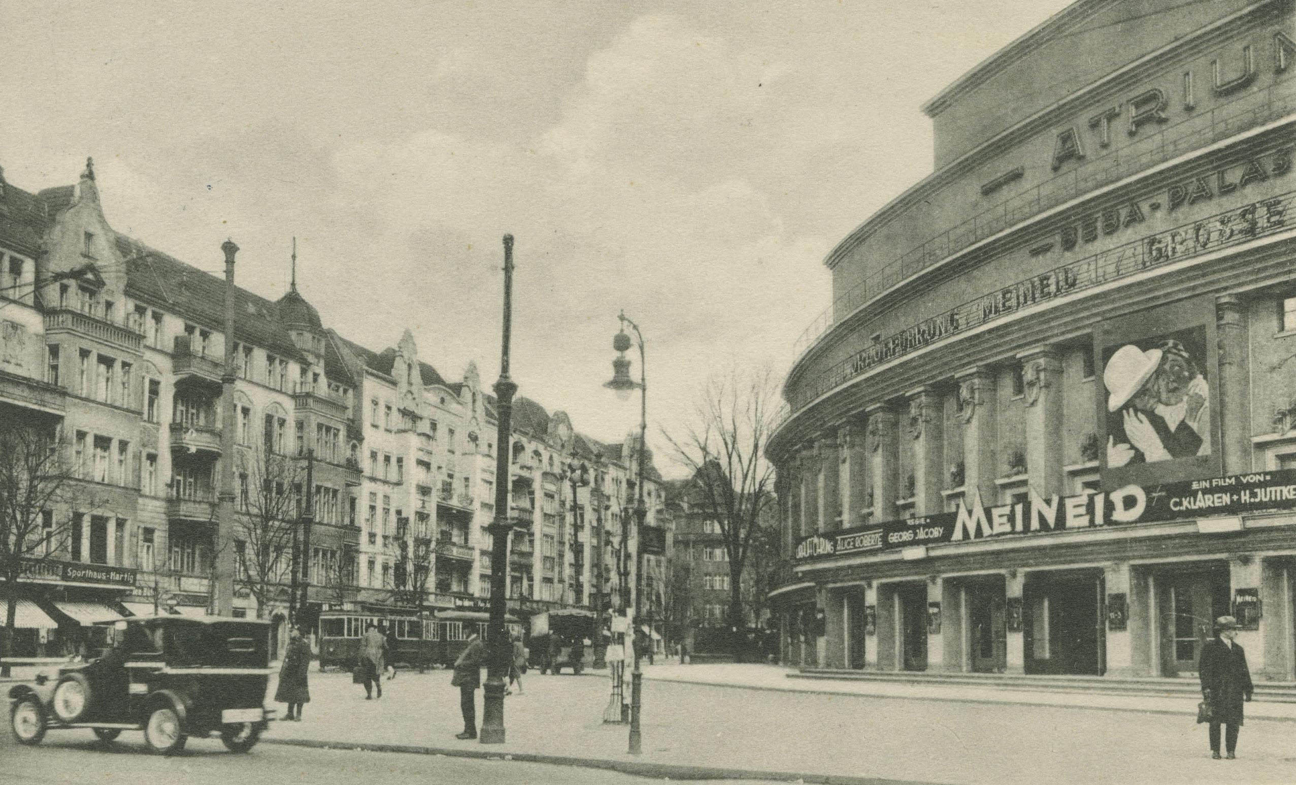 Schwarz-Weiß-Foto: Kinofassade
