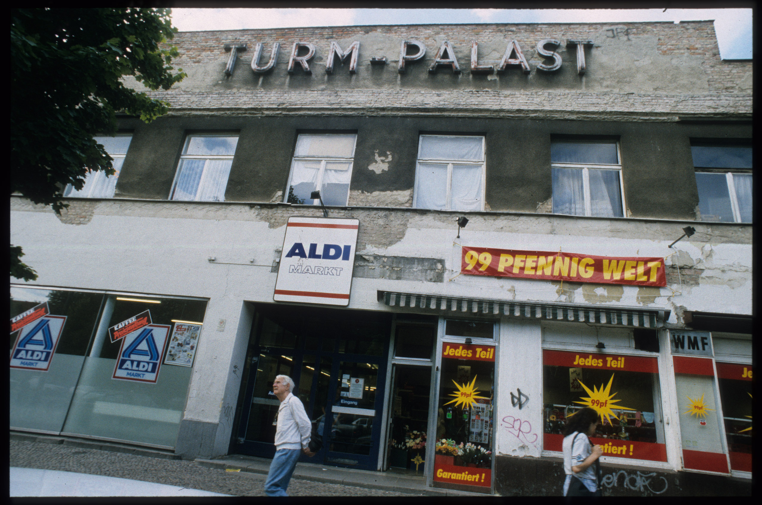Color photo: lettering of the old cinema above the entrance to a discounter