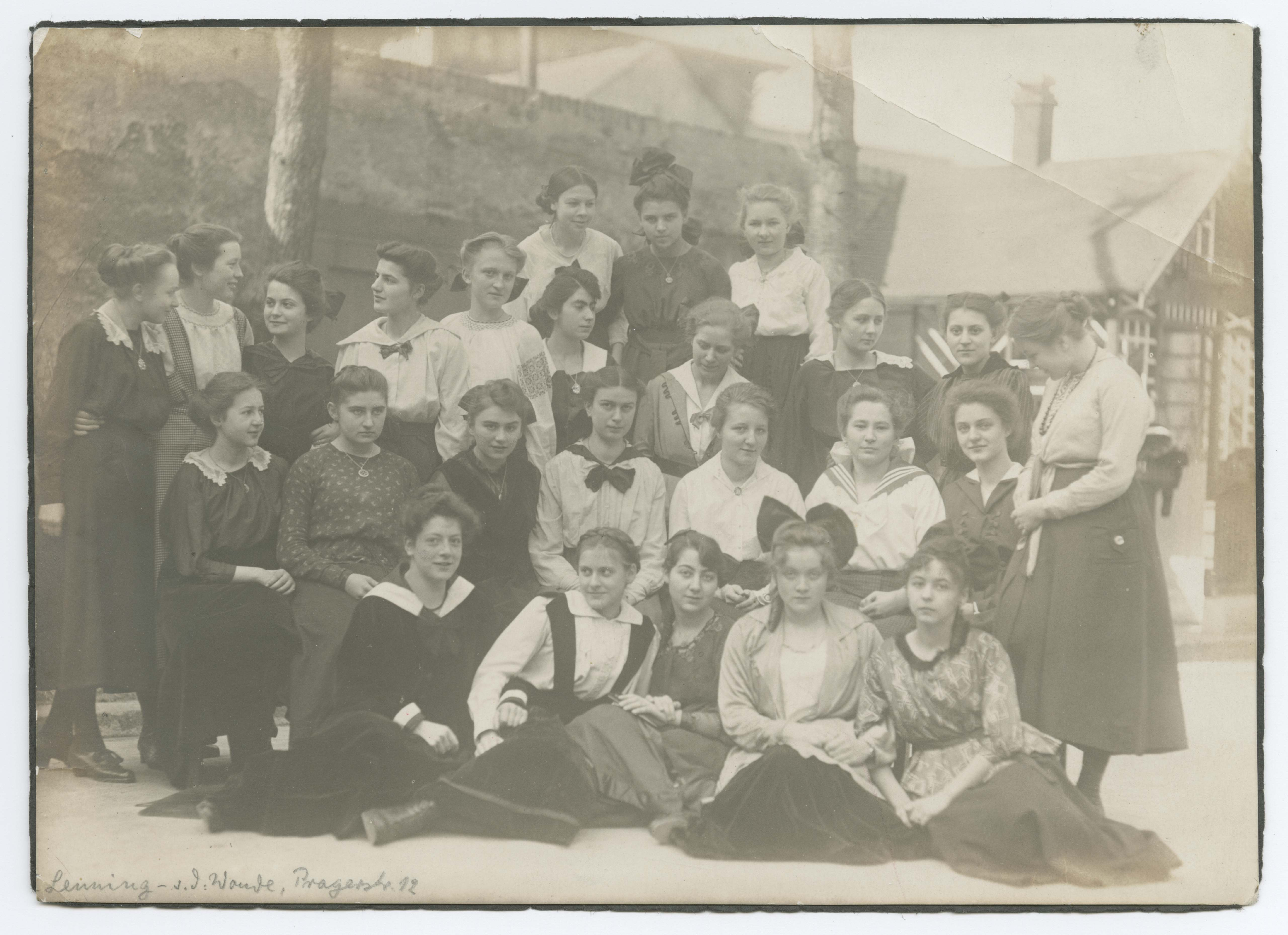 Class photo from the Viktoria Luisen School with Marlene Dietrich, Berlin-Wilmersdorf, 1918