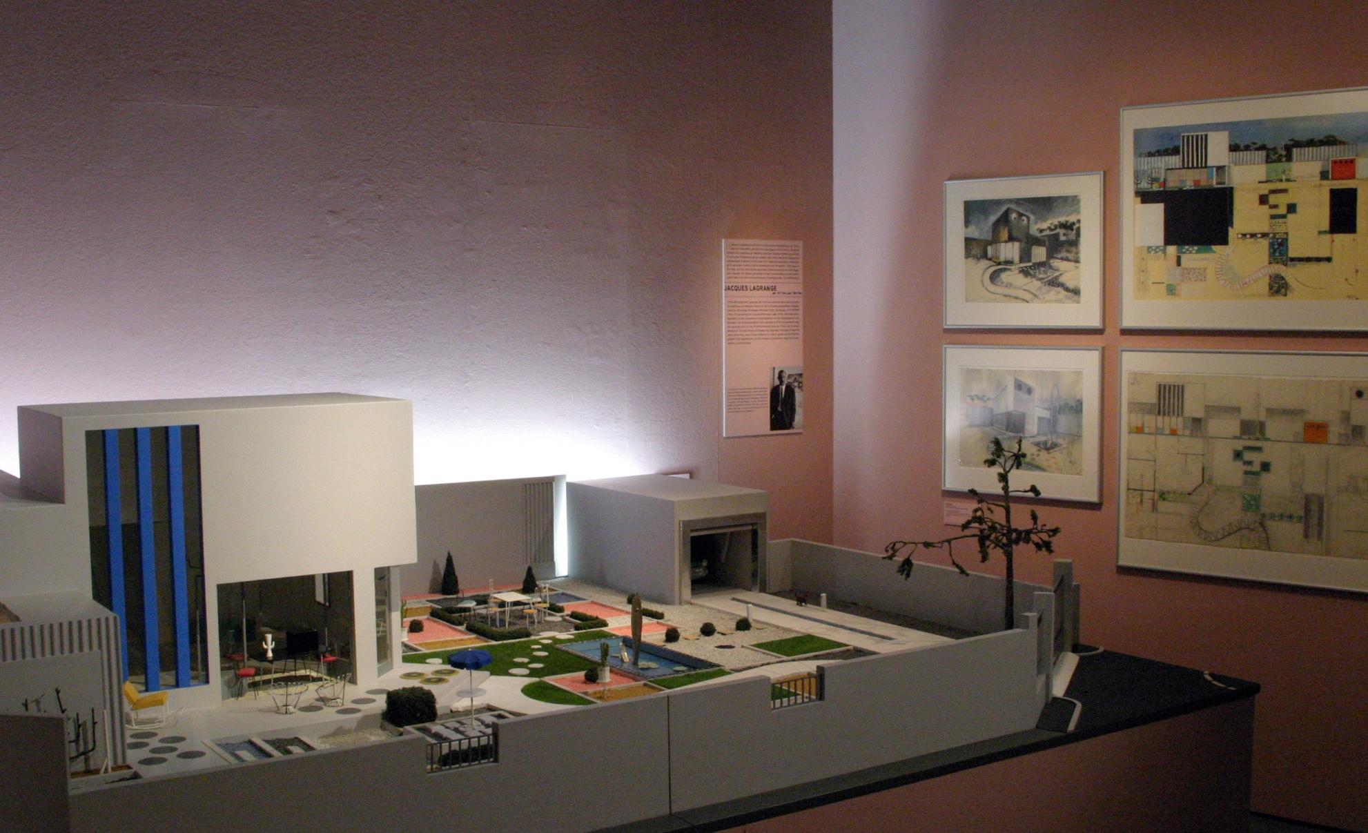 """Raumansicht der Ausstellung """"Bewegte Räume – Production Design + Film"""", Deutsche Kinemathek, Berlin"""
