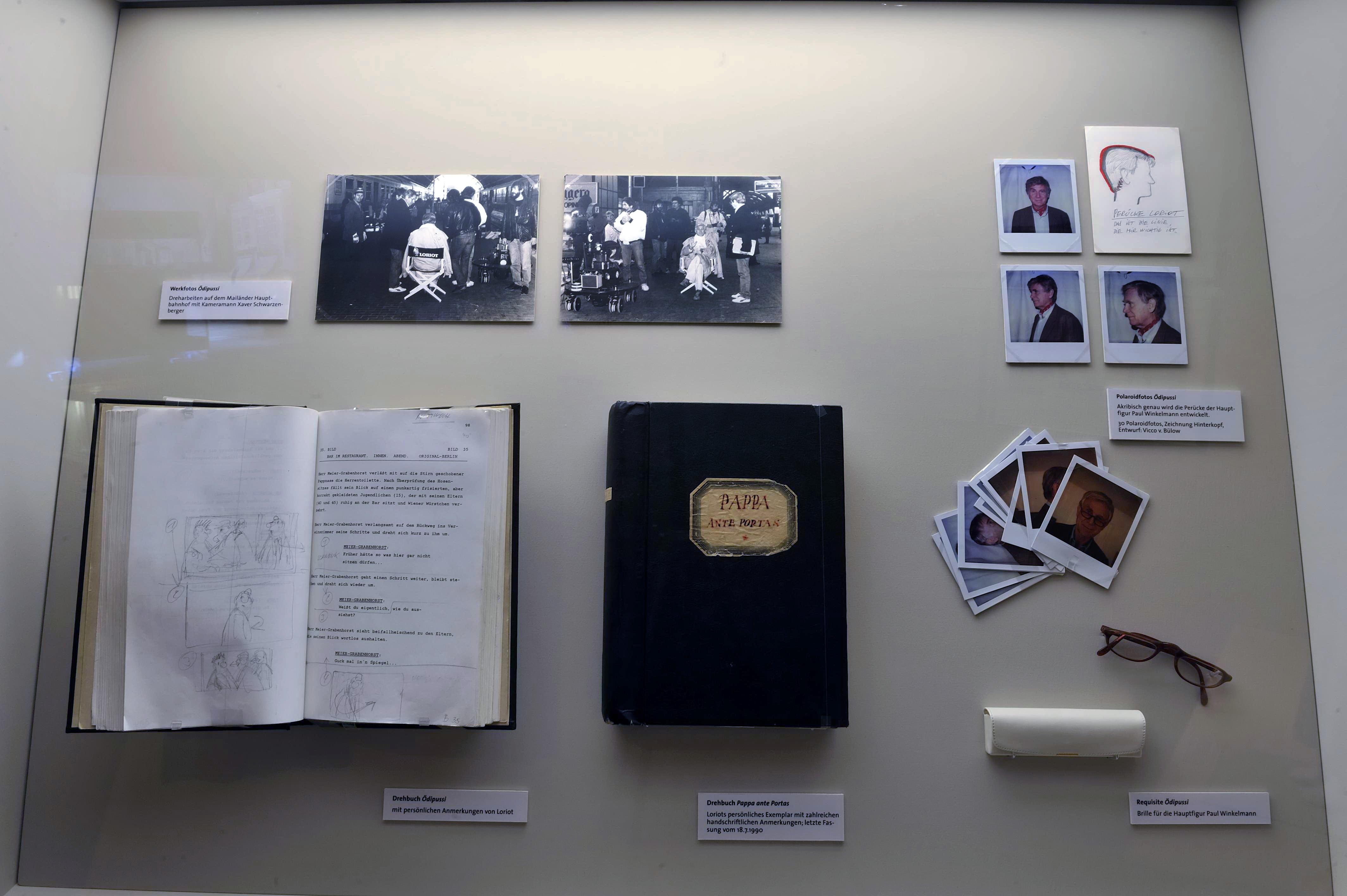 """Detailansicht der Ausstellung """"Loriot – Vicco von Bülow zum 85. Geburtstag """", Deutsche Kinemathek, Berlin"""