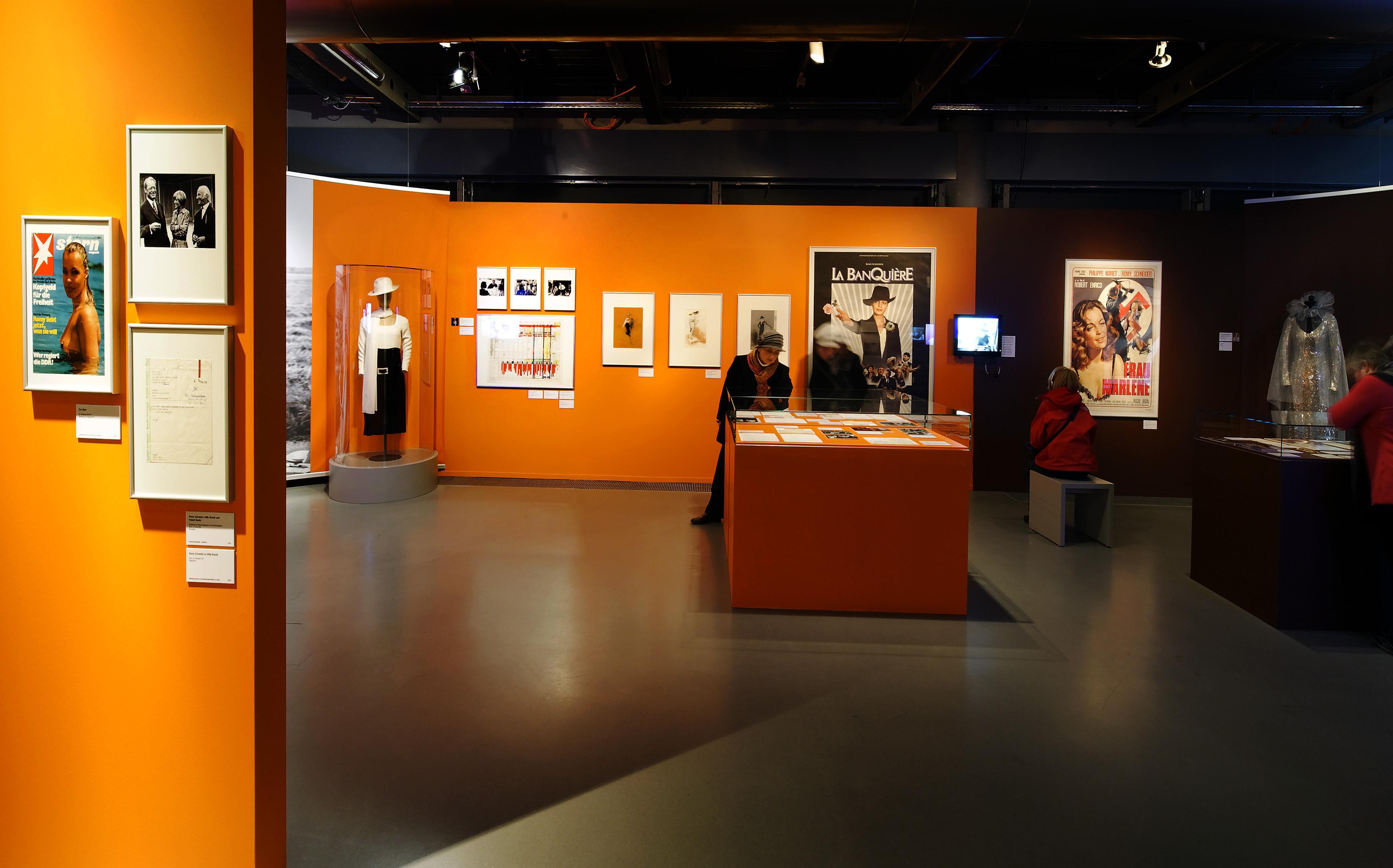 """Raumansicht der Ausstellung """"Romy Schneider – Wien – Berlin – Paris"""", Deutsche Kinemathek, Berlin"""