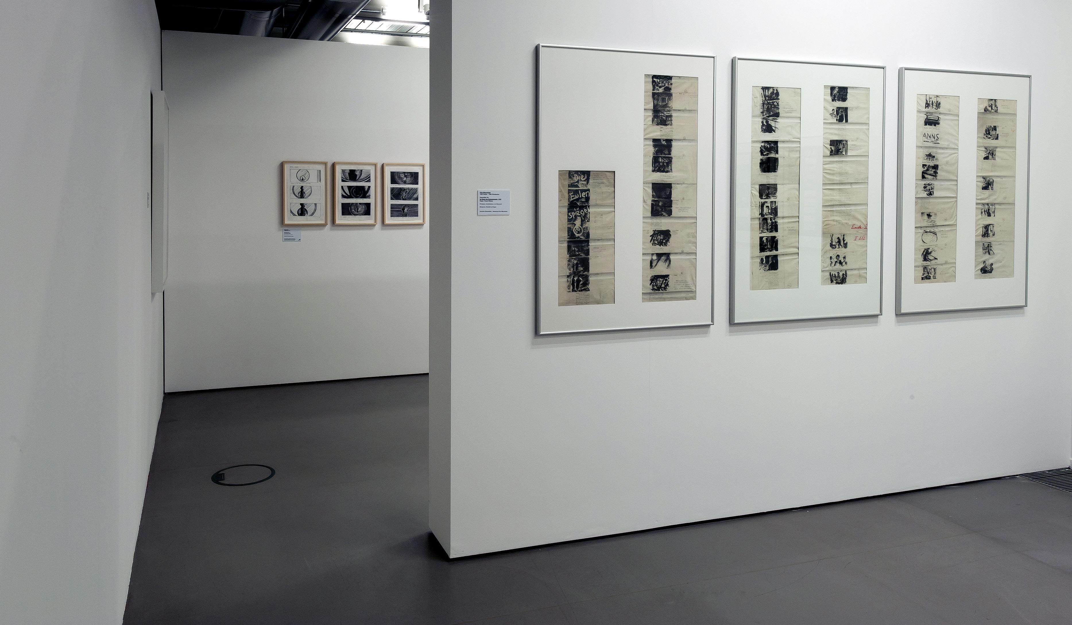 """Raumansicht der Ausstellung """"Zwischen Film und Kunst — Storyboards von Hitchcock bis Spielberg"""", Deutsche Kinemathek, Berlin"""