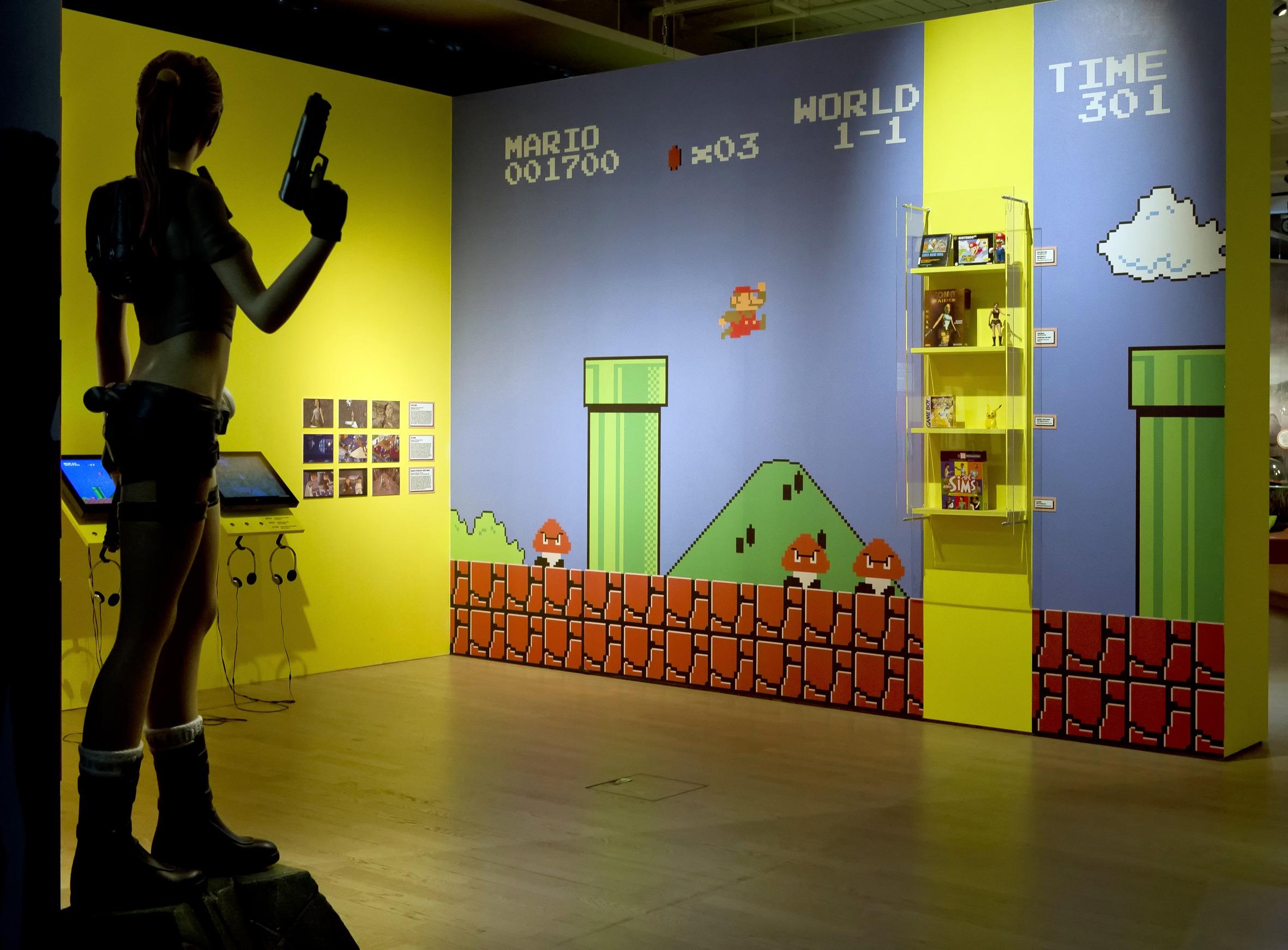 """Raumansicht der Ausstellung """"Helden – Eine Ausstellung für Kinder"""", Deutsche Kinemathek, Berlin"""