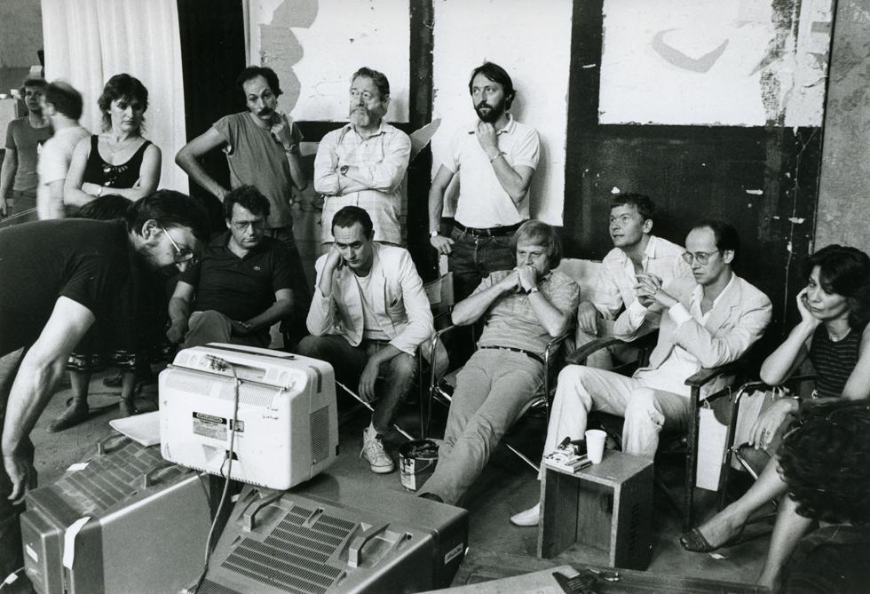 Foto von der Sichtung der Special-Effects-Aufnahmen des Films Die unendliche Geschichte (Bundesrepublik Deutschland/Vereinigte Staaten von Amerika 1984, Regie: Wolfgang Petersen)