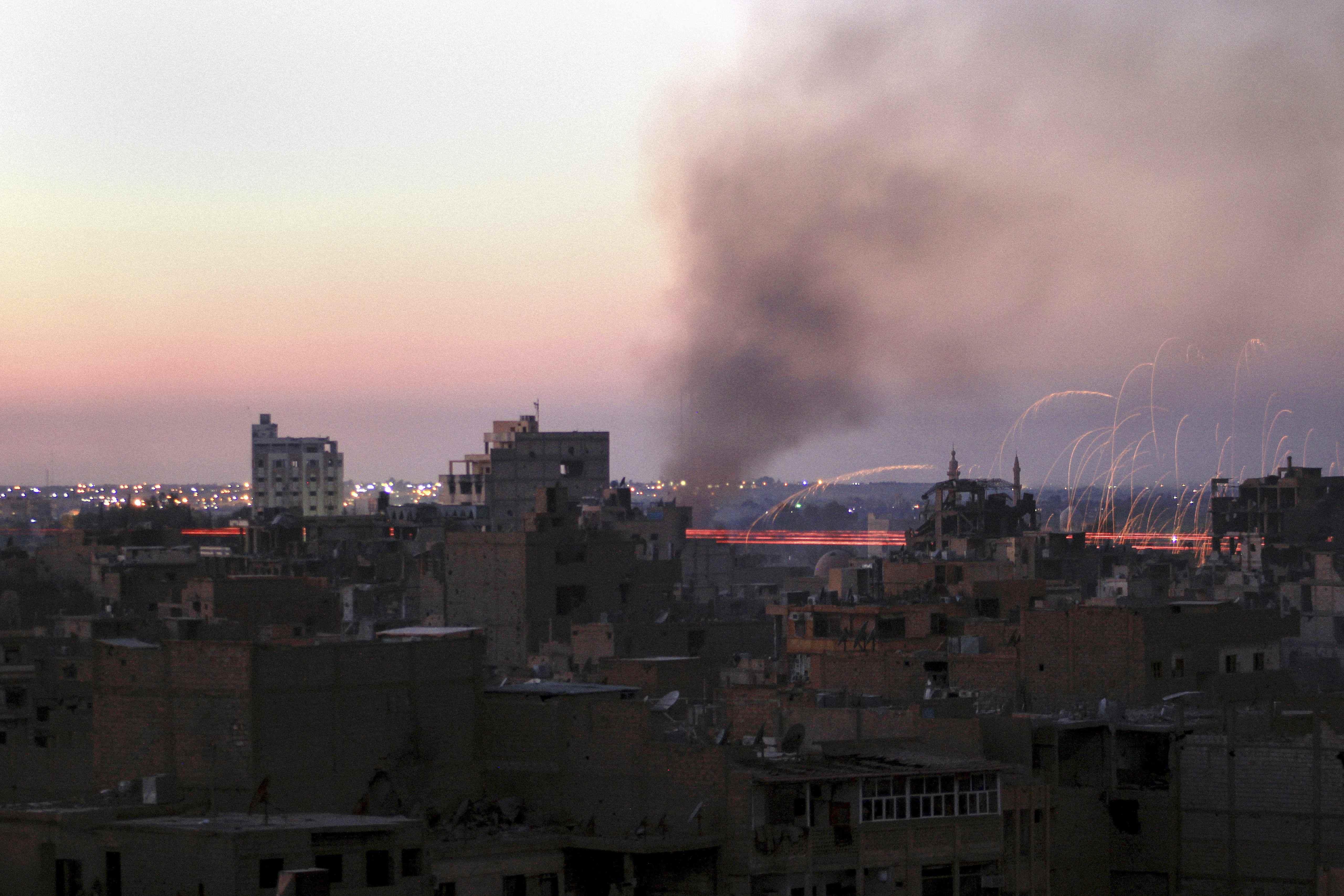 Foto vom Raketenbeschuss eines Stadtteils von Deir Ezzor (Fotograf: Hayyan al-Yousouf)
