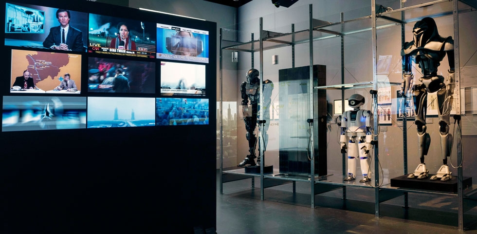 "Raumansicht der Ausstellung ""Things to Come — Science · Fiction · Film"", Deutsche Kinemathek, Berlin"