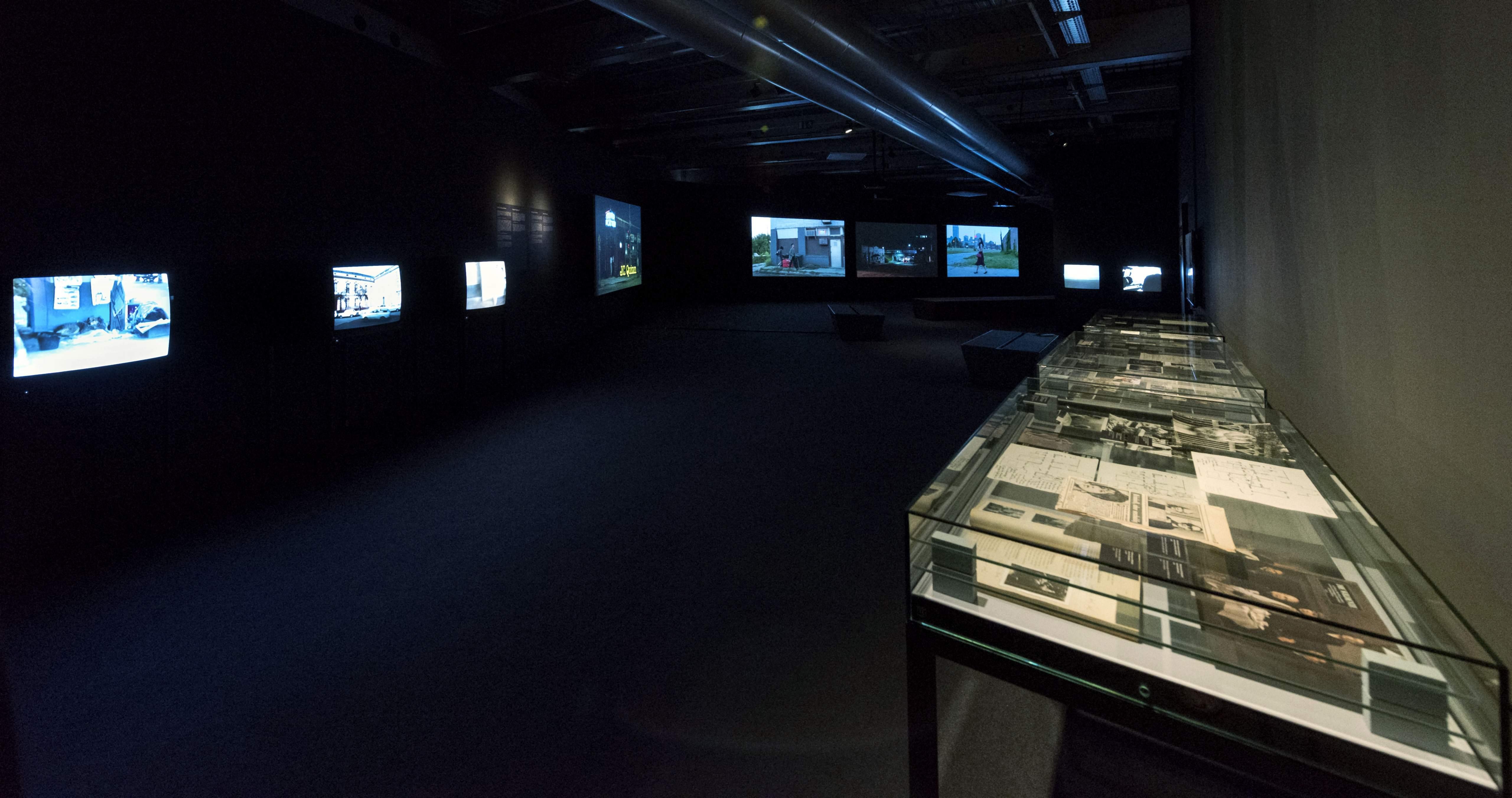 """Raumansicht der Ausstellung """"Robby Müller Master of Light"""", Deutsche Kinemathek, Berlin"""
