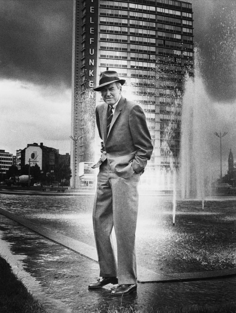 James Stewart in front of the Telefunken highrise on Ernst-Reuter-Platz