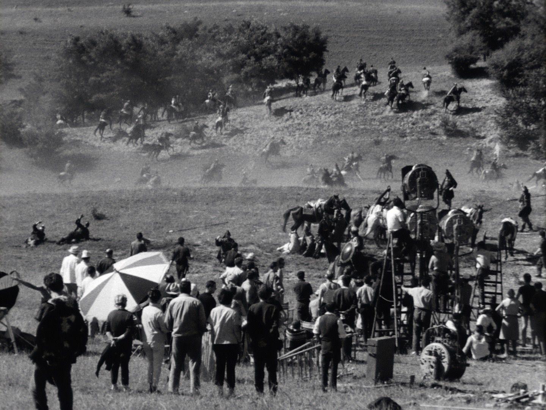 Menschen und Pferde am Filmset