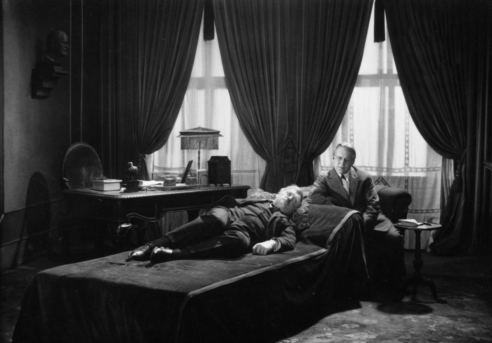 Szenenfoto aus dem Film Geheimnisse einer Seele (Deutschland 1926, Regie: Georg Wilhelm Pabst)