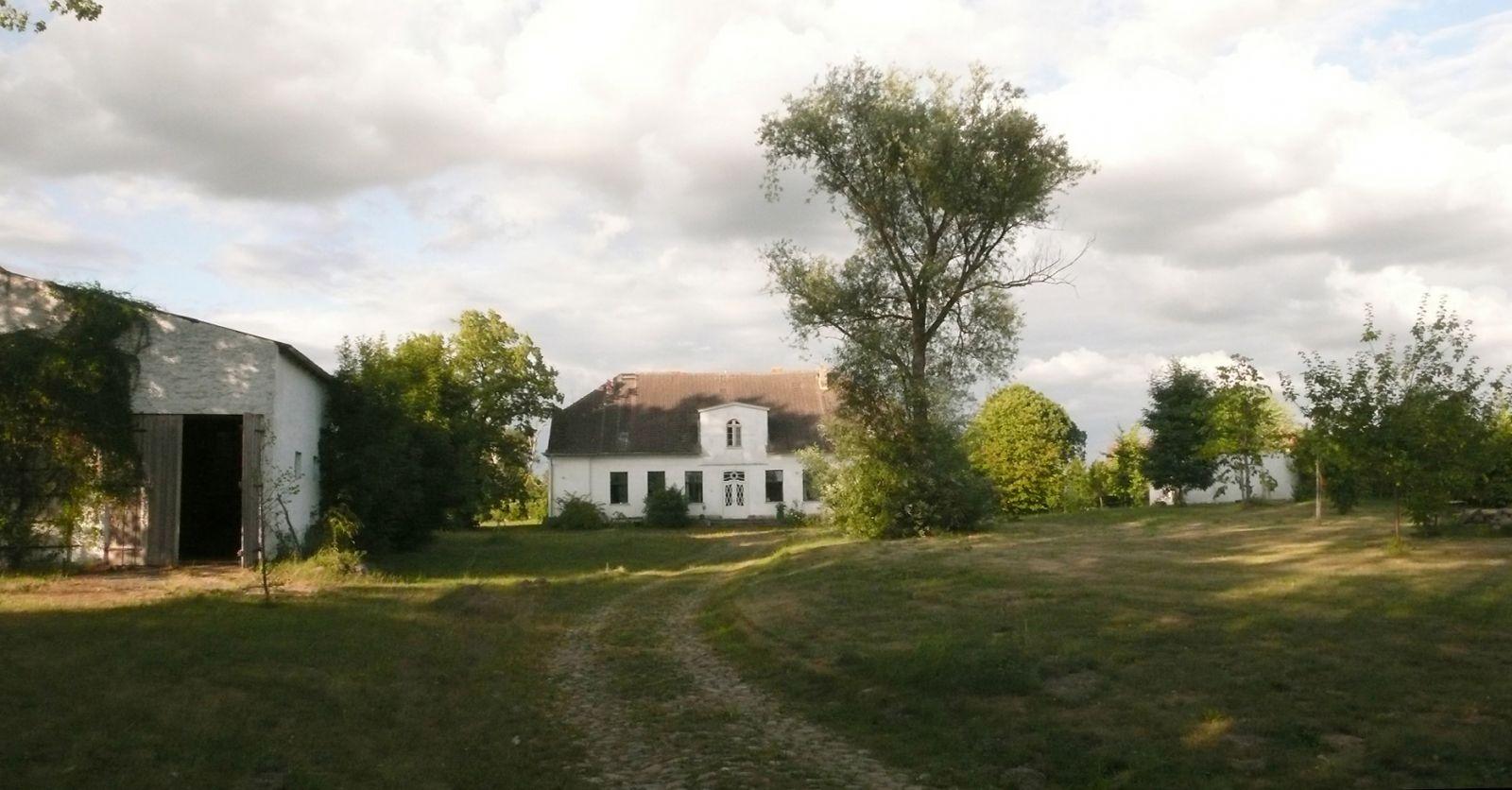 Colour photo of the Nossendorf estate