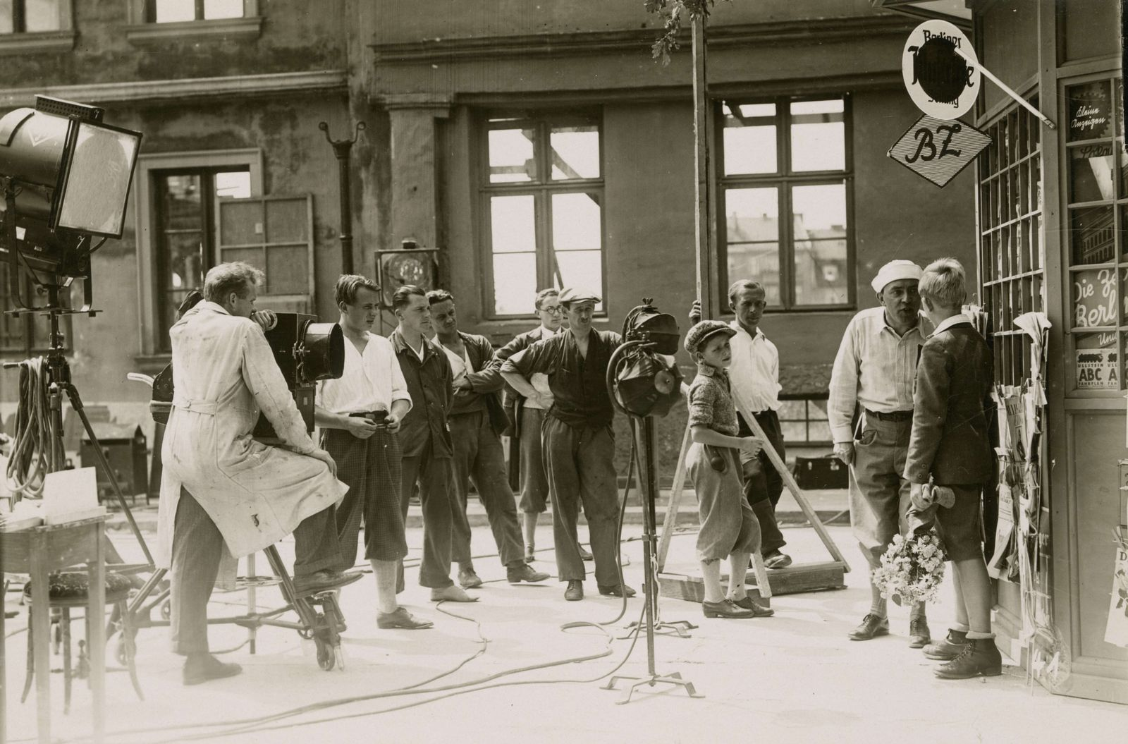 Behind the scenes photo of the film Emil and the Detectives (Germany 1931, directed by Gerhardt Lamprecht)
