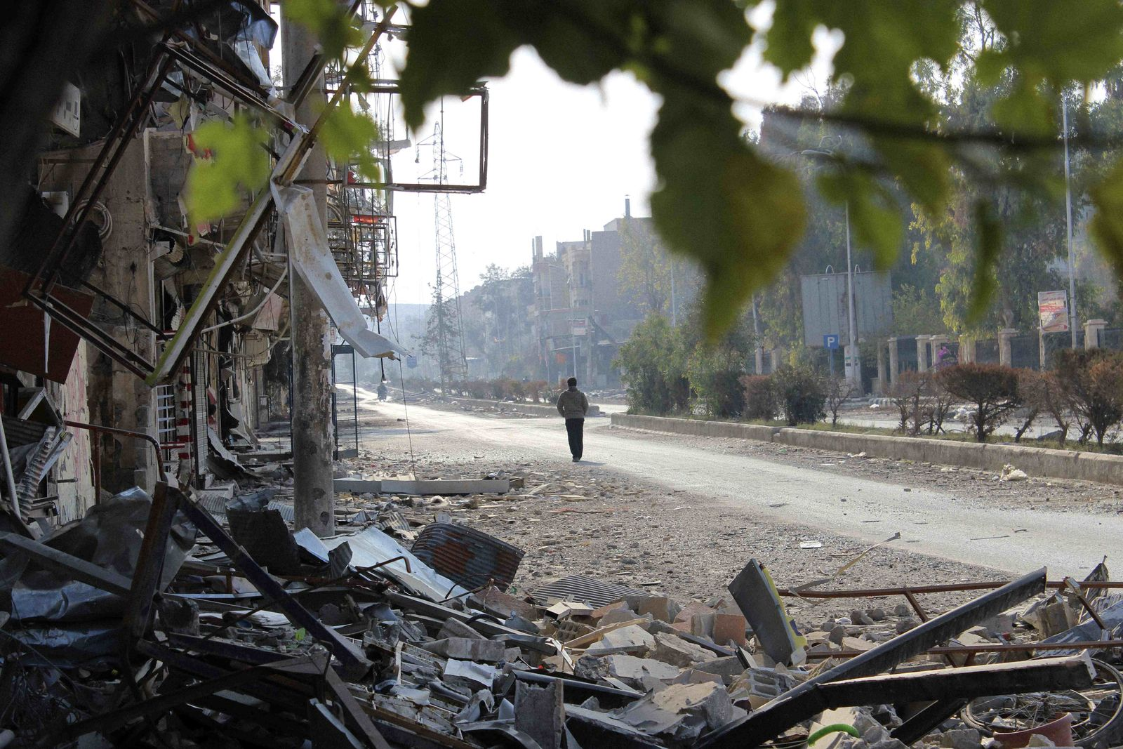 Photo of a destroyed street in the city of Deir Ezzor (photographer: Hayyan al-Yousouf)