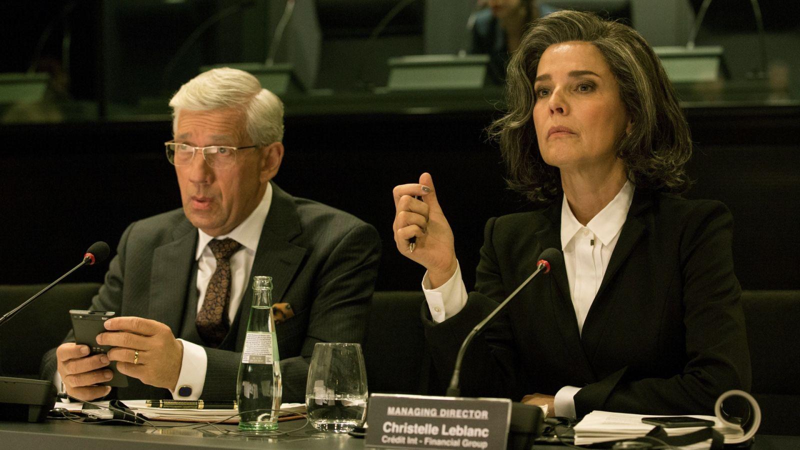 Désirée Nosbusch und Germain Wagner in einer Verhandlung in der Serie Bad Banks