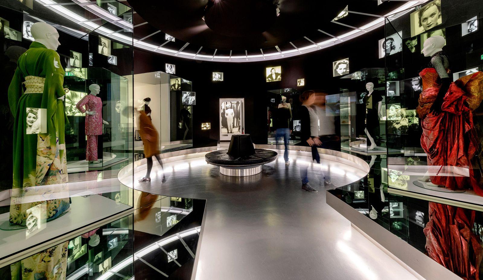 Der Marlene-Dietrich-Raum in der Ständigen Ausstellung der Deutschen Kinemathek