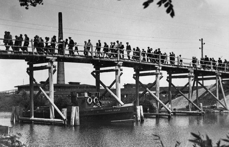 Szenenfoto aus dem Film Die Brücke
