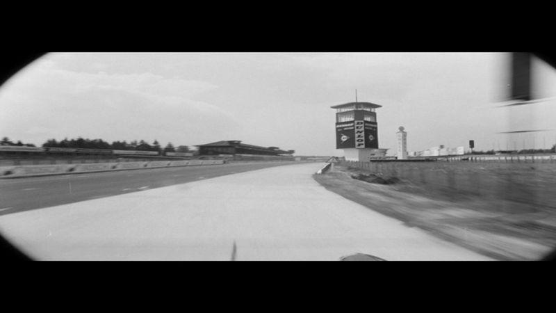 Szenenfoto aus dem Kurzfilm Geschwindigkeit. Kino eins