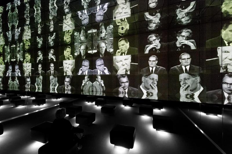 """Blick in den Bereich """"Spiegelsaal Fernsehen"""" der Ständigen Ausstellung"""
