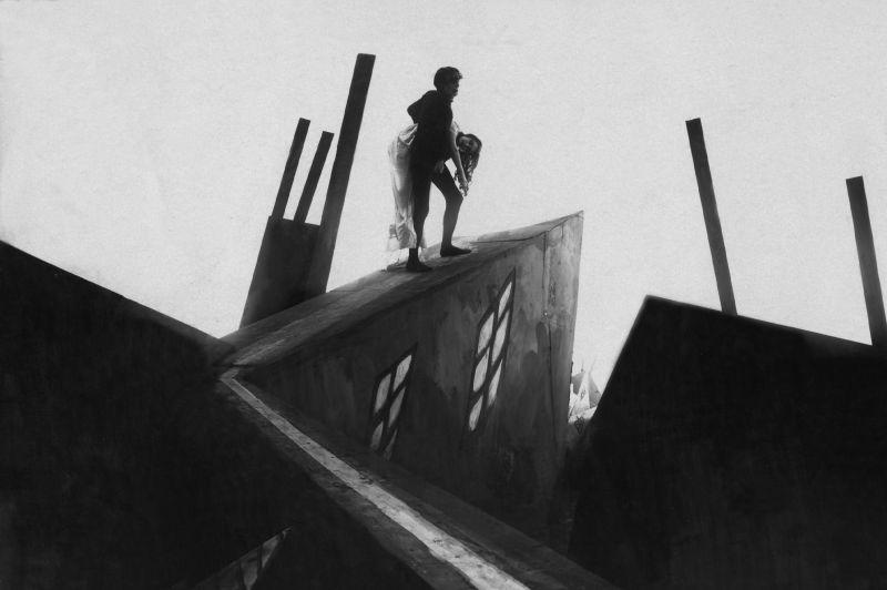 Cesare (Conrad Veidt) auf der gezackten Rampe, verscheppt die schöne Jane (Lil Dagover)