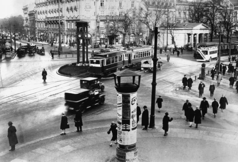 Der Potsdamer Platz im Jahr 1927. Werkfoto von Walther Ruttmanns Film: Berlin, die Sinfonie der Großstadt