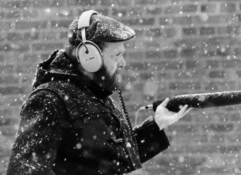 Klaus Wildenhahn bei der Arbeit während Schneefall