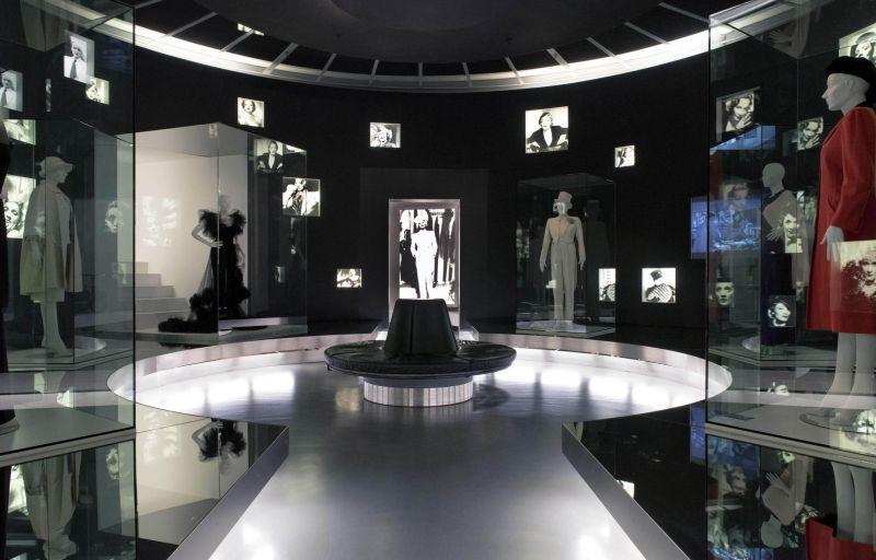 Blick in die ständige Ausstellung: Kostüme von Marlene Dietrich.