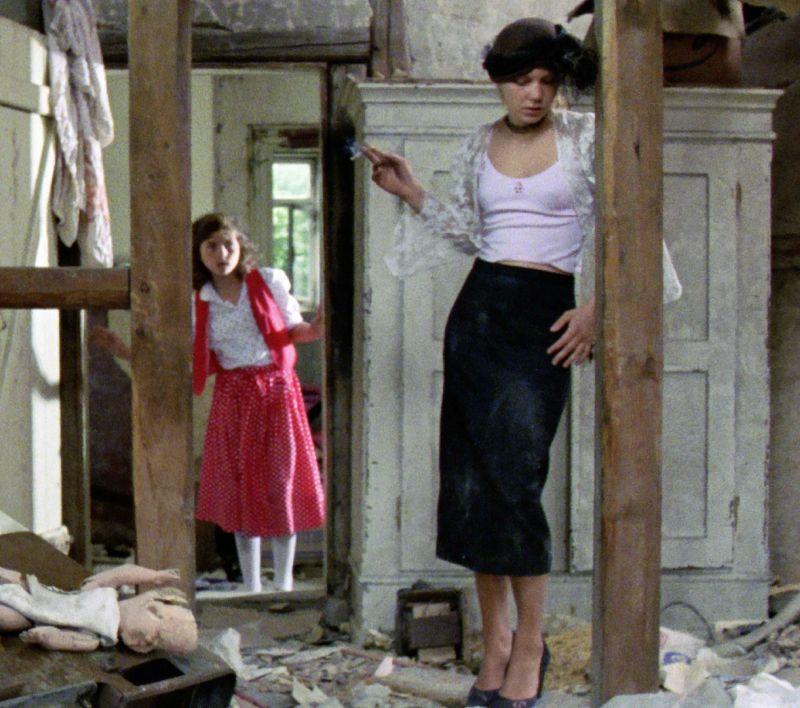 Simone Maul, Anja Burak in dem Film Etwas tut weh