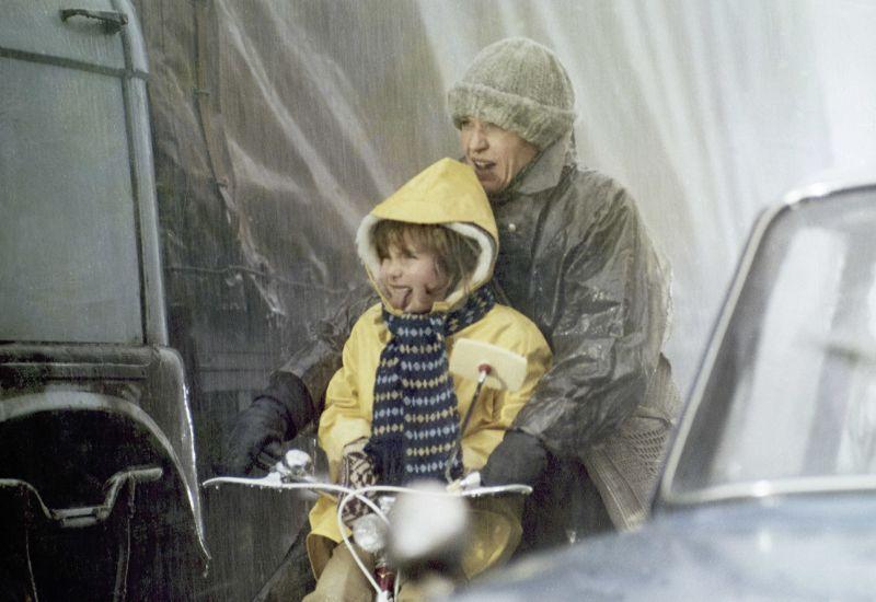 Anke Friedrich und Heidemarie Schneider in dem Film Das Fahrrad