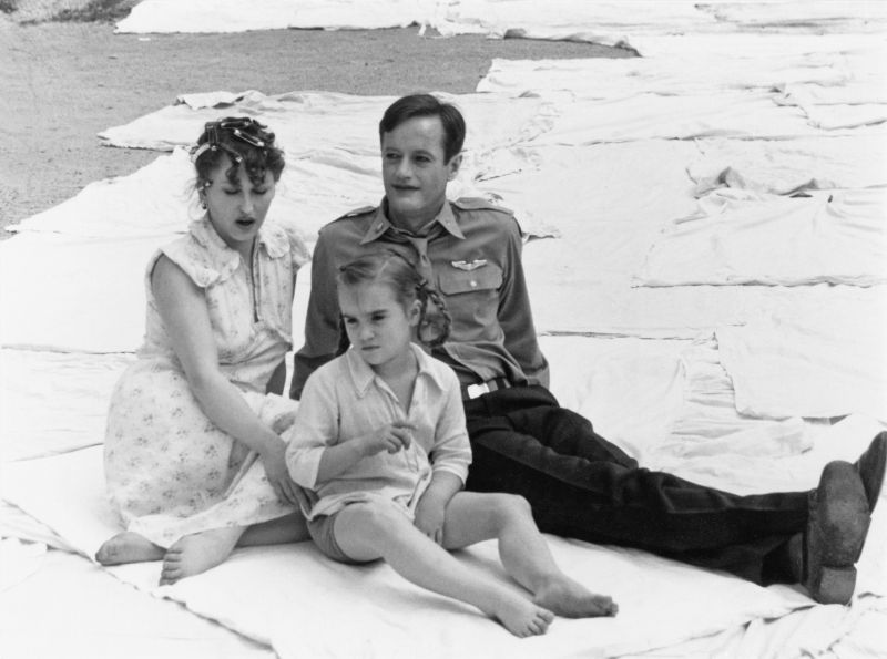 Cleo Kretschmer, Saskia Tyroller und Peter Fonda in dem Film Peppermint Frieden