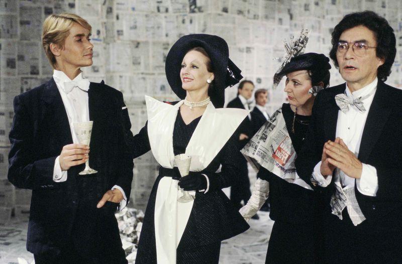 Veruschka von Lehndorff und Delphine Seyrig in dem Film Dorian Gray im Spiegel der Boulevardpresse