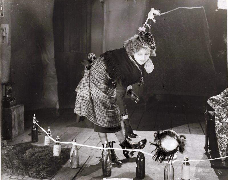 Schwarz-weiß-Szenenfoto aus dem Film