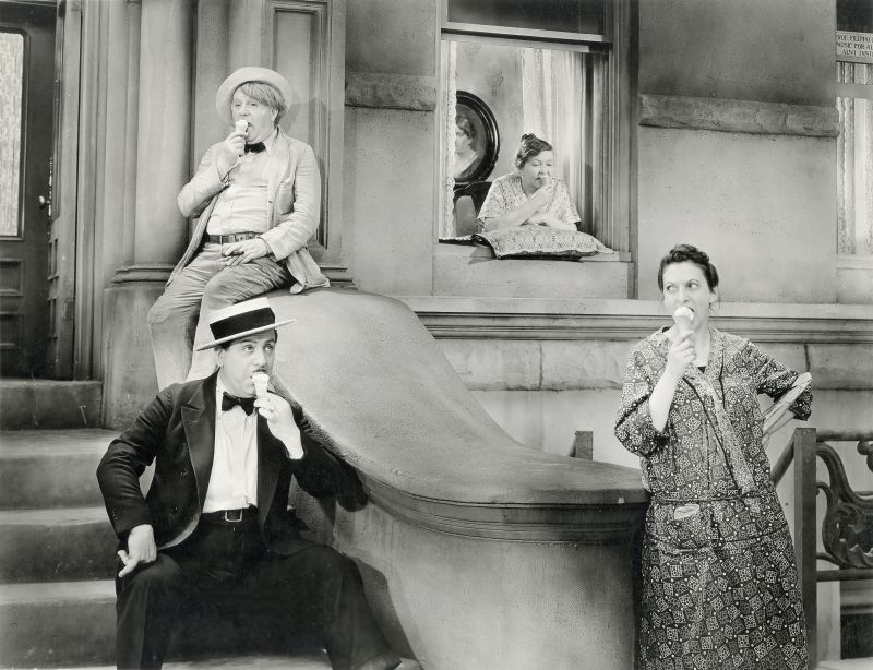 George Humbert, Beulah Bondi, Matt McHugh, Eleanor Wesselhoeft in Street Scene