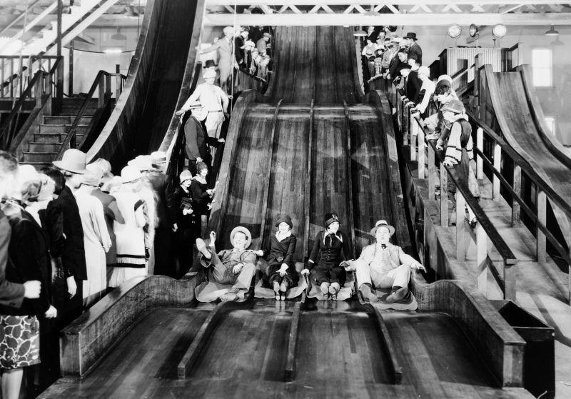 James Murray, Eleanor Boardman, Estelle Clark und Bert Roach in The Crowd, USA 1928, Regie: King Vidor