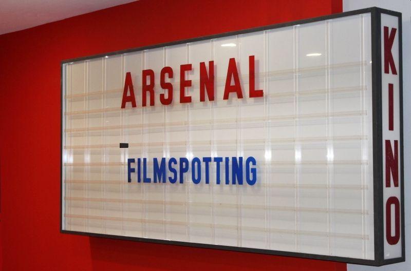 Kino Arsenal Berlin, Leuchtreklame im Eingangsbereich Filmhaus