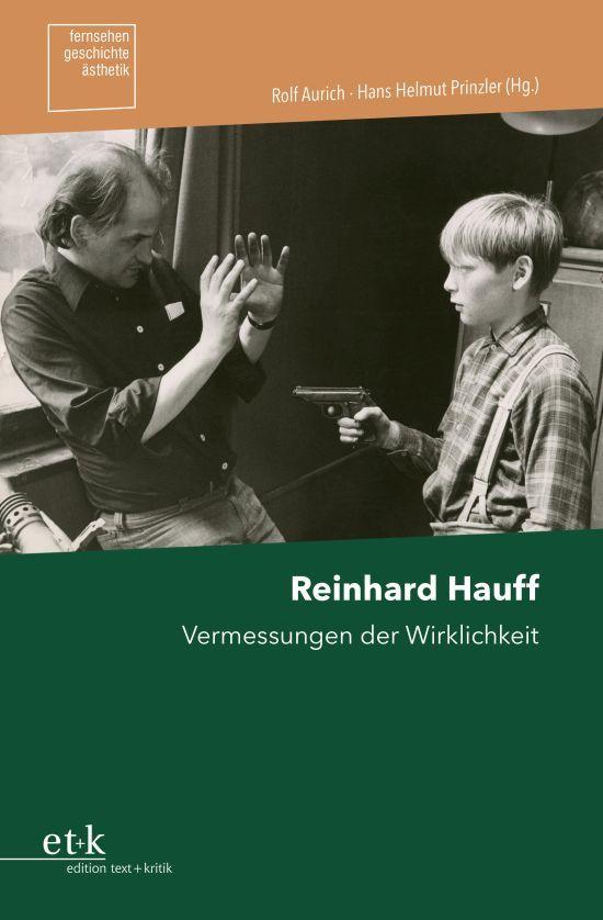 Buchcover mit einem schwarz-weiß Foto von einem Jungen, der einen Mann mit einer Waffe bedroht.