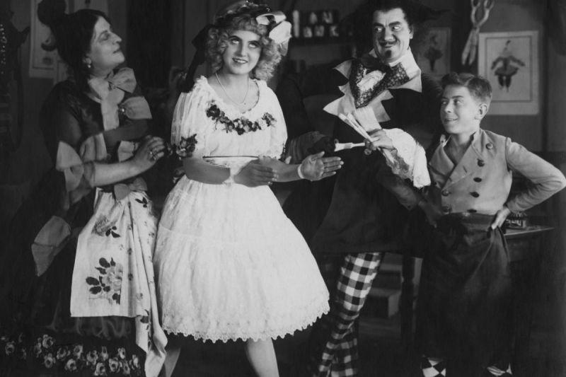 Szene aus dem Film Die Puppe  (D 1919, Regie: Ernst Lubitsch)
