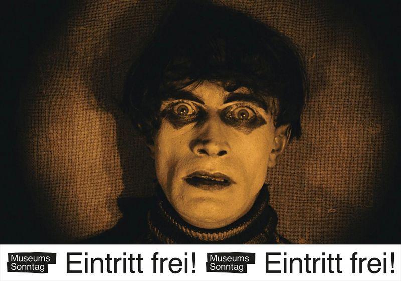 """Nahaufnahme von Conrad Veidt als Cesare in Das Cabinet des Dr. Caligari mit dem Banner """"Museumssonntag – Eintritt frei!"""""""