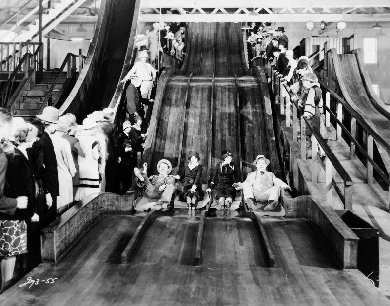 James Murray, Eleanor Boardman, Estelle Clark, Bert Roach in The Crowd (USA 1928, Regie: King Vidor) © 1928 Turner Entertainment Co. All Rights Reserved