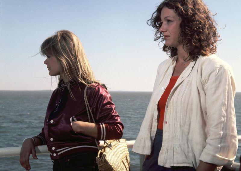 Gabi Kubach mit Pola Kinski an der Reling eines Schiffs