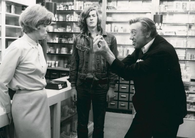 Marianne Kehlau, Marcel Werner and Horst Tappert in a drugstore