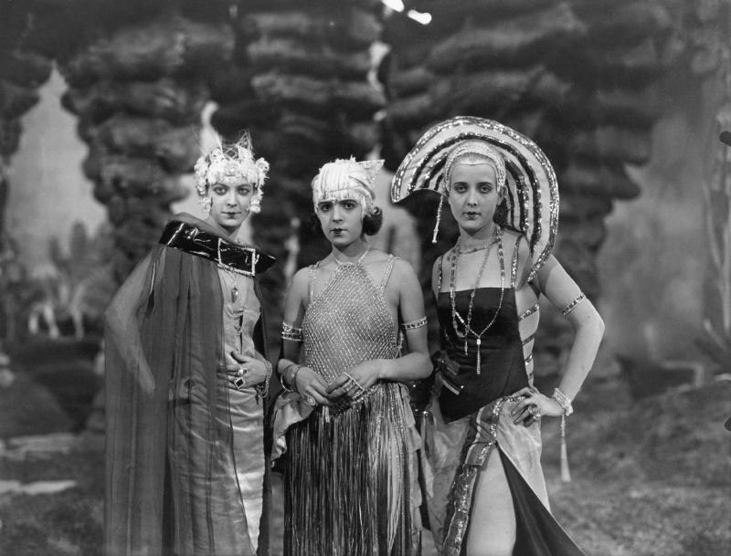 Damen in den Ewigen Gärten, Metropolis (D 1927, Regie: Fritz Lang)
