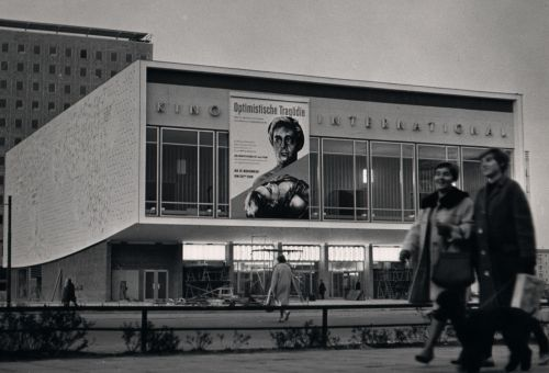 Black and white photo of the façade with film advertisements
