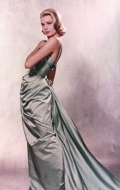 Foto von Grace Kelly in einem Kostüm für den Film To Catch a Thief (USA 1955, Regie: Alfred Hitchcock)