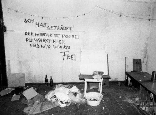 Foto einer geräumten Wohnung in einem Abrisshaus in Ost-Berlin, 31. März 1989